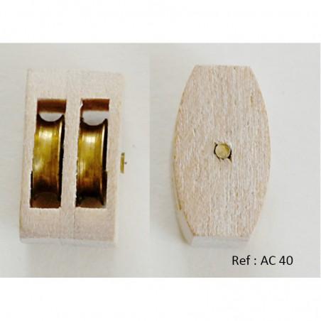 Poulie double en bois avec réas en laiton. L'axe  bois ref AC 40