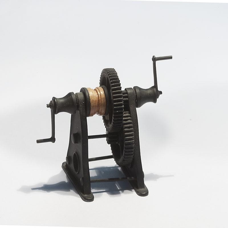 Treuil modèle réduit pour maquette de bateaux